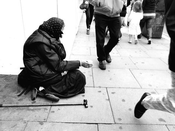 A Woman asks for Change on Oxford Street  Iphone 6 London Life
