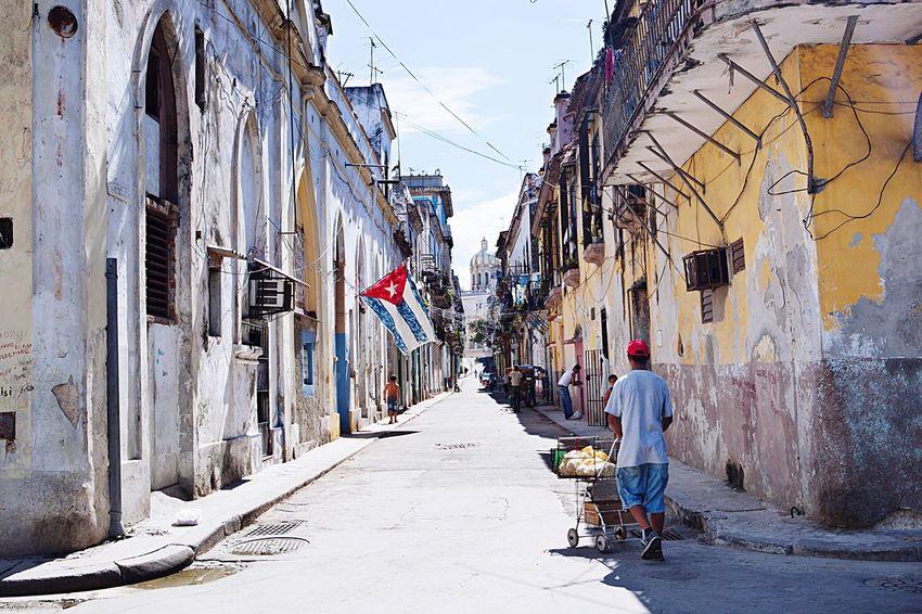 Cuba Havana Havanna, Cuba Street City Urban City Old City Old Travel Old Buildings Cuban Flag Cuban Flag The Essence Of Summer Fine Art Photography The Street Photographer - 2017 EyeEm Awards Mobility In Mega Cities