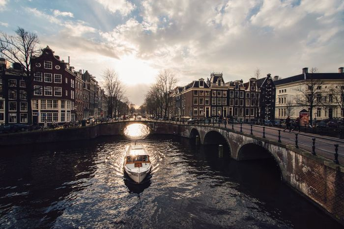 Last light Shootermag Photography EyeEm Best Shots Eye4photography  EyeEm Gallery EyeEm Best Edits EyeEm EyeEmBestPics Eyemphotography City Cityscapes Amsterdam Canal Light