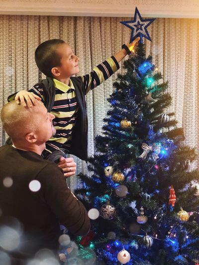 Christmas Star 🎄... Emotion Smile Home Culture Tradition Wintertime Father & Son Father And Son Fatherhood  Father Star Christmas Lights Celebration Christmas Decoration Child Real People Childhood Christmas Decoration christmas tree Togetherness Tree Emotion Holiday - Event Christmas Ornament Holiday Family Love Baby Positive Emotion