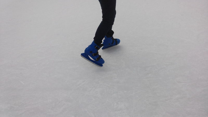 Human Body Part One Person One Man Only Winter Sport People Flexibility Sport Ice Rink Low Section Outdoors Ice Ice Skating Ice Skating Rink Ice Skates Ice Skater Skating Rink Rink Ice Sport Sports Winter Winter Wonderland Winter Sport Wintertime Patinaje Patinagem