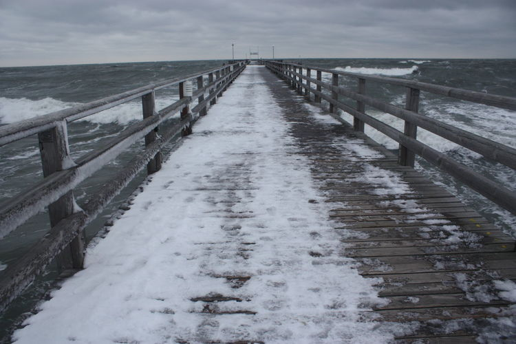 Seebrücke Zingst, very cold winter 2010, Baltic Baltic Sea Bridge Cold Cold Days Cold Temperature Cold Winter ❄⛄ Eis EyeEm Nature Lover Jetty Ocean Ostsee Ostseebad Ostseeküste Outdoor Photography Outdoors Pier Sea Seebad Zingst Snow Snow ❄ Snowing Water Waterfront Winter
