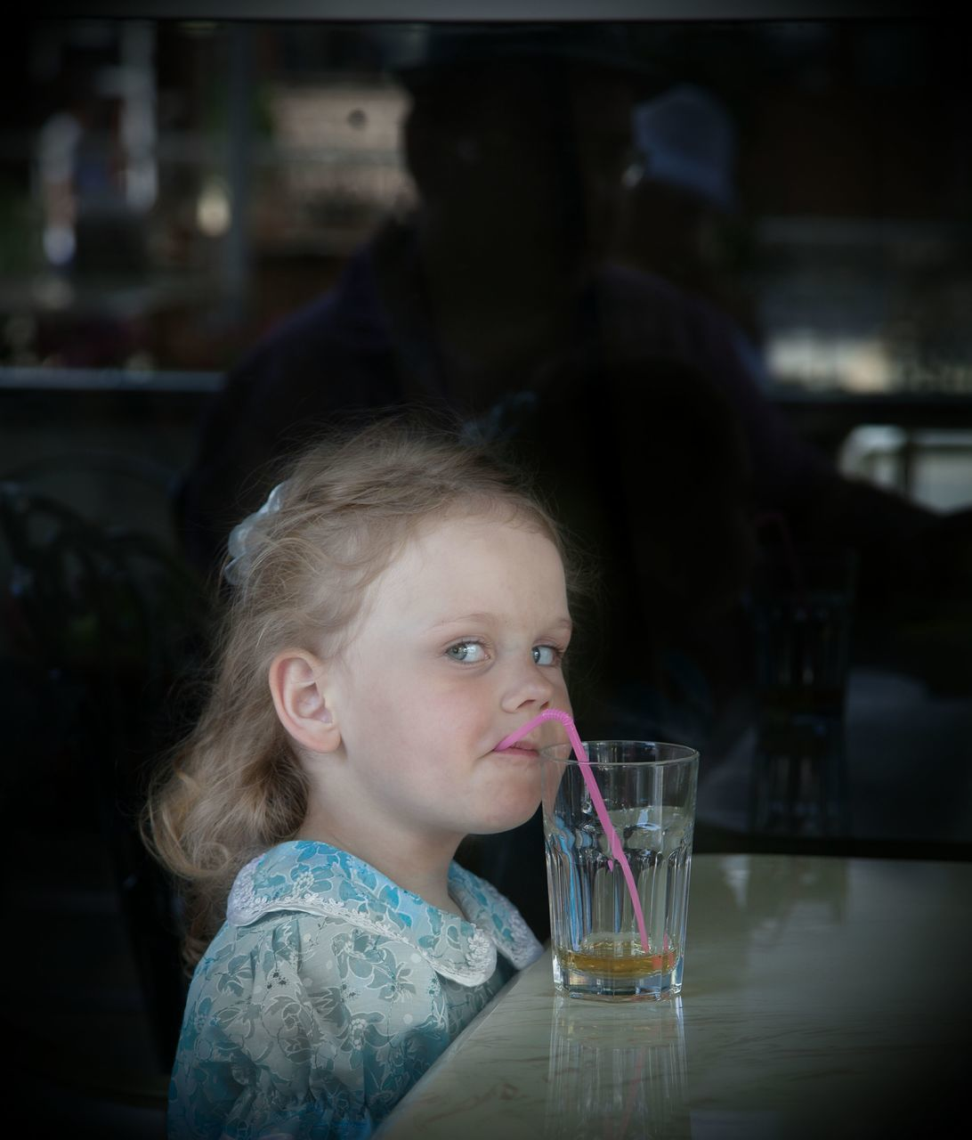 drinking glass, drink, childhood, food and drink, water, drinking water, drinking, girls, refreshment, real people, one person, cute, freshness, indoors, healthy eating, close-up, day, people