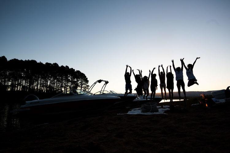 Campfire Friends Jump Alegría First Eyeem Photo Fogon Friendship Lancha Sunset Water
