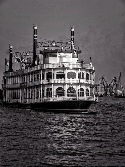 Black & White Hamburg Be Amazing