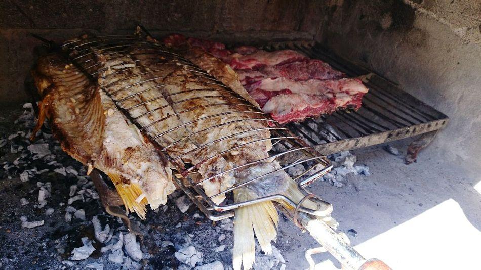 Asado de carne y boga. Pescado Asado