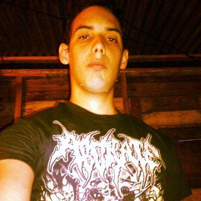Con el shirt de abdicate Brutaldeathmetal del bueno Deathmetal
