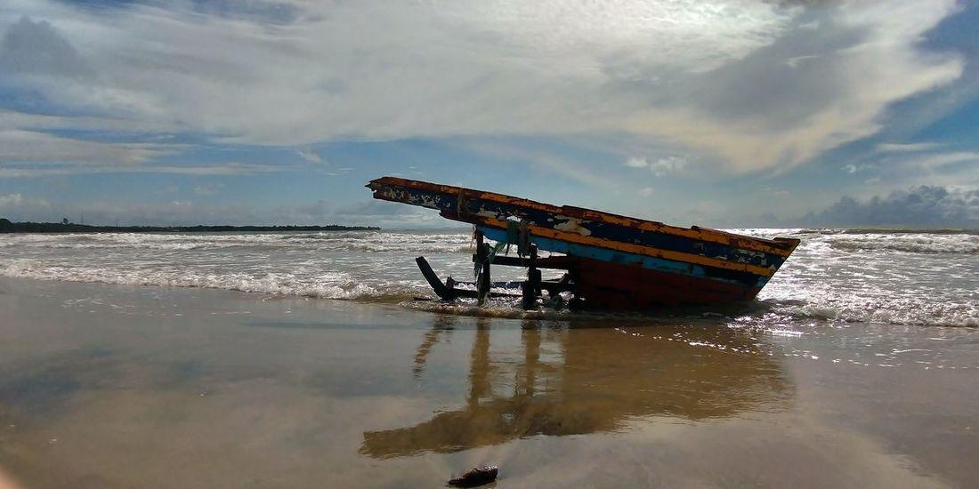 a boat broken by tsunami Zenfone Photography Zenfone5 Zenfone_id Oil Pump Sky Sunken Shipwreck Sinking Wreck Crash