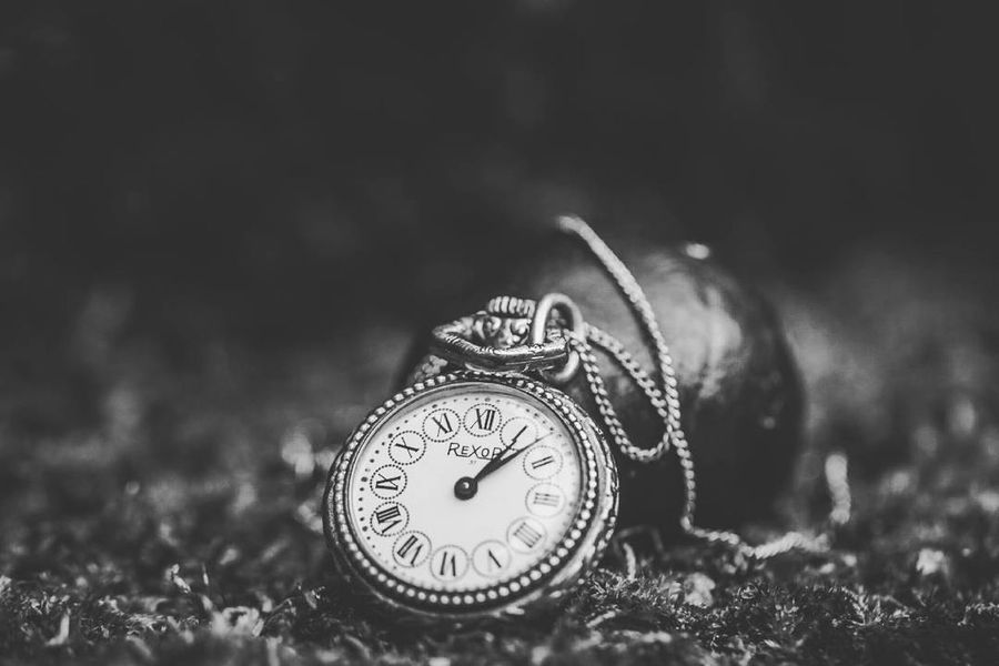 ~ ✴🌱🌿 ~ Time Number Clock Antique Clock Face Minute Hand Instrument Of Time Hour Hand No People Close-up Getting Inspired Light And Shadow Black & White Monochrome Blackandwhite Outdoors EyeEm Nature Lover Plants 🌱 Beauty In Nature Nature Macro Autumn Time To Reflect Canonphotography EyeEm Best Shots