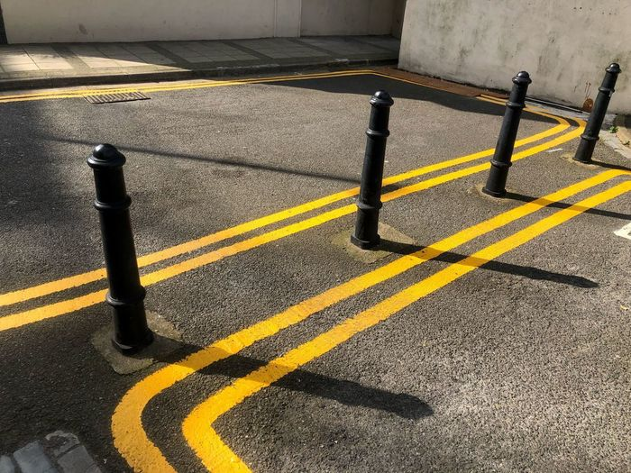 Yellow lines on