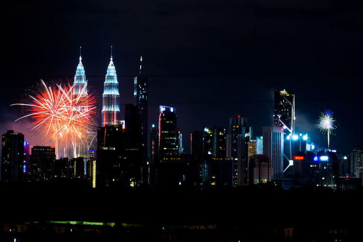 New Year's Eve 2019 : Stunning fireworks as Kuala Lumpur, Malaysia welcomes New Year 2019 Malaysia Klcc KLCC Twin Towers Petronas Twin Towers Kuala Lumpur Happy New Year New Year Eve Fire Firework Display City Cityscape Urban Skyline Illuminated Skyscraper Firework Display Celebration Firework - Man Made Object City Life Multi Colored Sparks Firework Light Long Exposure Tower Sparkler