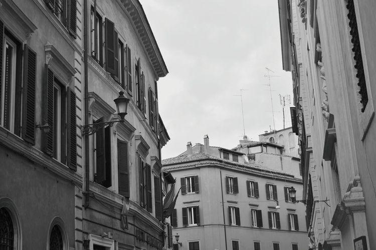 Bianco e nero Milano Italy Palazzistorici, Relaxing Hello World Enjoying Life Hi! The Week On Eyem