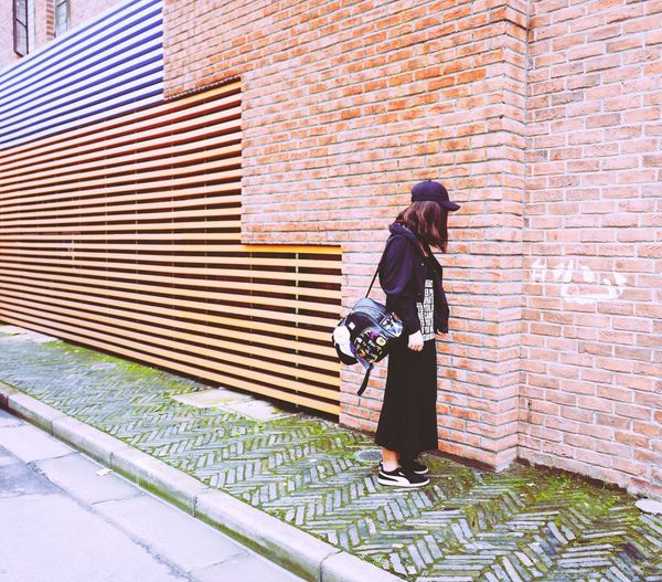 Brick Wall Walking Casual Clothing Day M50 Bff Forever Love FirstPhoto  Leicacamera