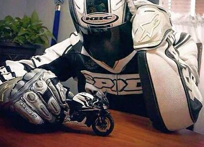 Mein Automoment 43 Golden Moments Dreamer Motorcyclepeople Motorcycle Motorcycles Motorsport Motorbike Play Play Whit You Joking Joke