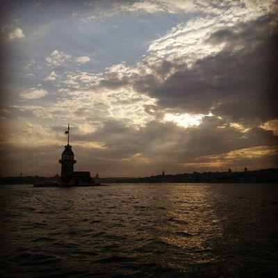 Istanbul Turkey  üsküdar K ızkulesi boğaz deniz TagsForLikes Altın sarısı dalgalar sensizliğin kıyılarını döver düşlerimde