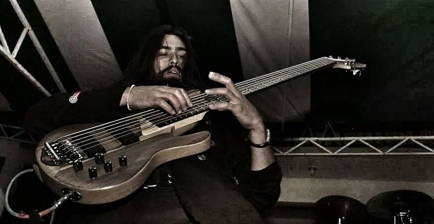 Haciendo Tapping en el HIDALCORE FEST! foto tomada por aaron Ve. Alfredbass Beard The Moment - 2014 EyeEm Awards Lethalcreation tapping beardbassplayer lethalfan puño metalmexico Querétaro ltdb206 ltd 6stringbass lethalfan Lethalcreation Sansamp