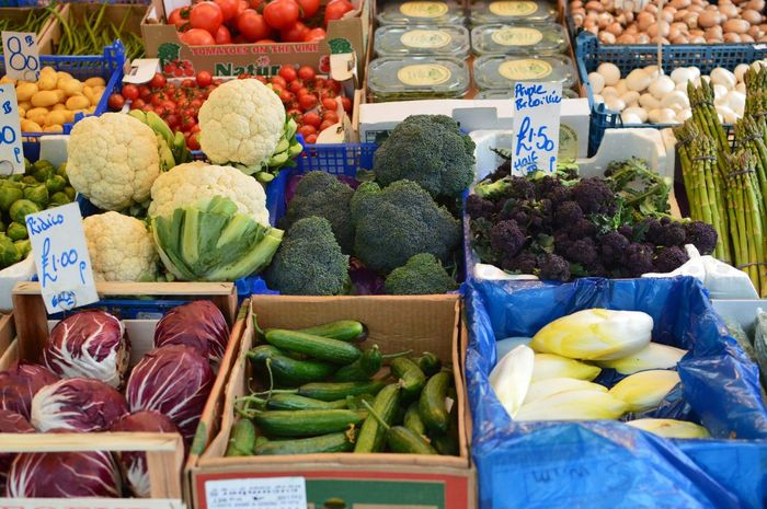 Vegetable Market Food And Drink Healthy Eating Food Cauliflower Freshness Cabbage Variation Price Tag Market Stall Abundance Raw Food Retail  Tomato Day No People Artichoke Fruit Choice