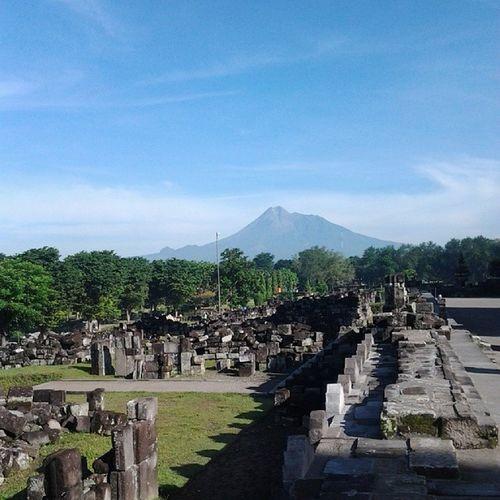 Masihyogyakarta Candiprambanan Gunungmerapi INDONESIA