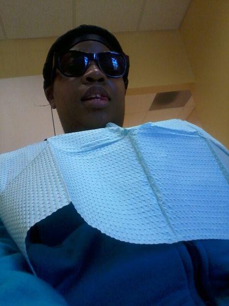 at da dentist chillin