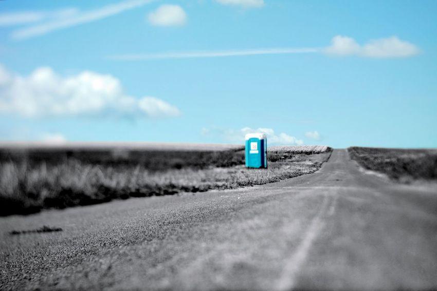 Ein wahrlich stilles Örtchen. Toilets Around The World Toiletpicture My Point Of View Colorsplash Tiltshift Horizon Road Blue vanishing point Empty Road Country Road Countryside Dirt Road Asphalt The Way Forward