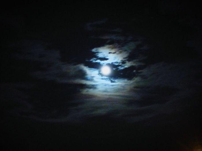 Night can be so hypnotized Nightphotography Night Moon Sky Moonlight Huawai P9 Magic Moments Magical
