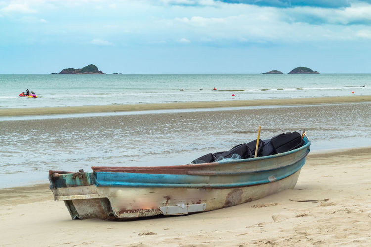 Beach Beauty In Nature Cloud - Sky Day Fishing Boat Horizon Horizon Over Water Land Mode Of Transportation Moored Nature Nautical Vessel No People Outdoors Rowboat Sand Scenics - Nature Sea Sky Tranquil Scene Tranquility Transportation Water