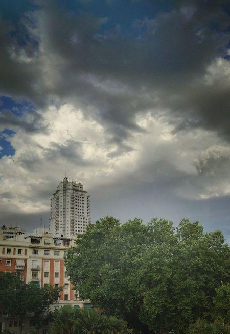On dirait qu'il va pleuvoir...EyeEm Best Edits Clouds And Sky