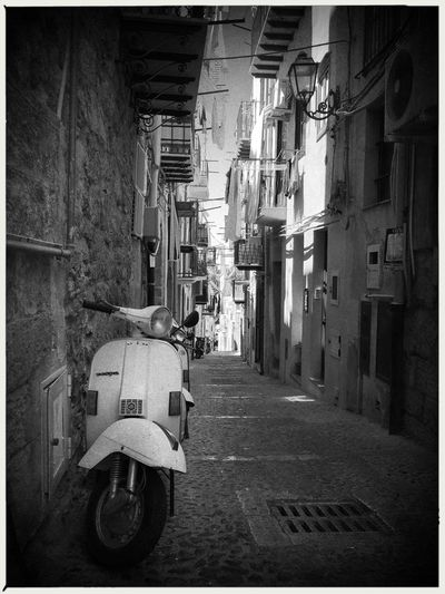 Vespa. EyeEmNewHere Vespa Architecture Building Exterior Built Structure City Day Italy No People Outdoors Popckorn Transportation