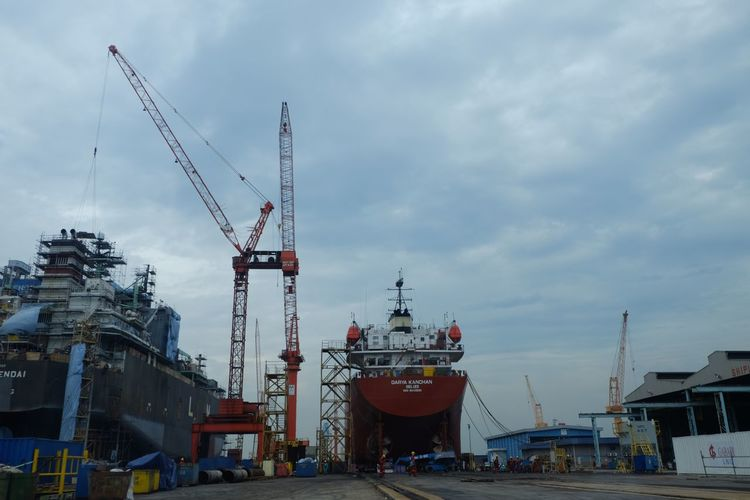 The Week On EyeEm Heavy Engineering Shipyard Nautical Vessel Harbor Transportation Cloud - Sky Sky Crane - Construction Machinery Commercial Dock Mode Of Transport Outdoors Industry Built Structure Moored Day No People Freight Transportation Shipping  Architecture Building Exterior Sea Ship