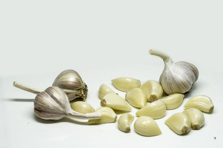 Studio Shot Still Life White Background Indoors  Spice Food Garlic Food And Drink Vegetable No People Ingredient Freshness Raw Food Close-up Copy Space Garlic Bulb Cut Out Group Of Objects Wellbeing Large Group Of Objects Garlic Clove
