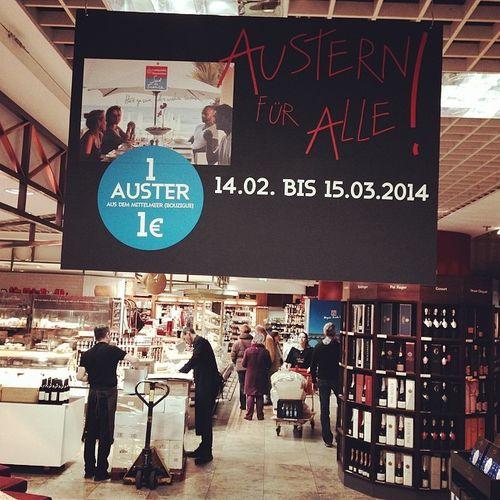 Schnell ins Untergeschoss! ;) Berlin Promotion Werbung Austern Lafayette Oyster  Galerieslafayette