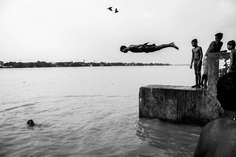 Fly High Water Sea Horizon Over Water Steetphotography Motionphotography Documentaryphotography Art Is Everywhere Photpoftheday Indiapictures Bird One Man Only Working Real People People Outdoors Sky First Eyeem Photo