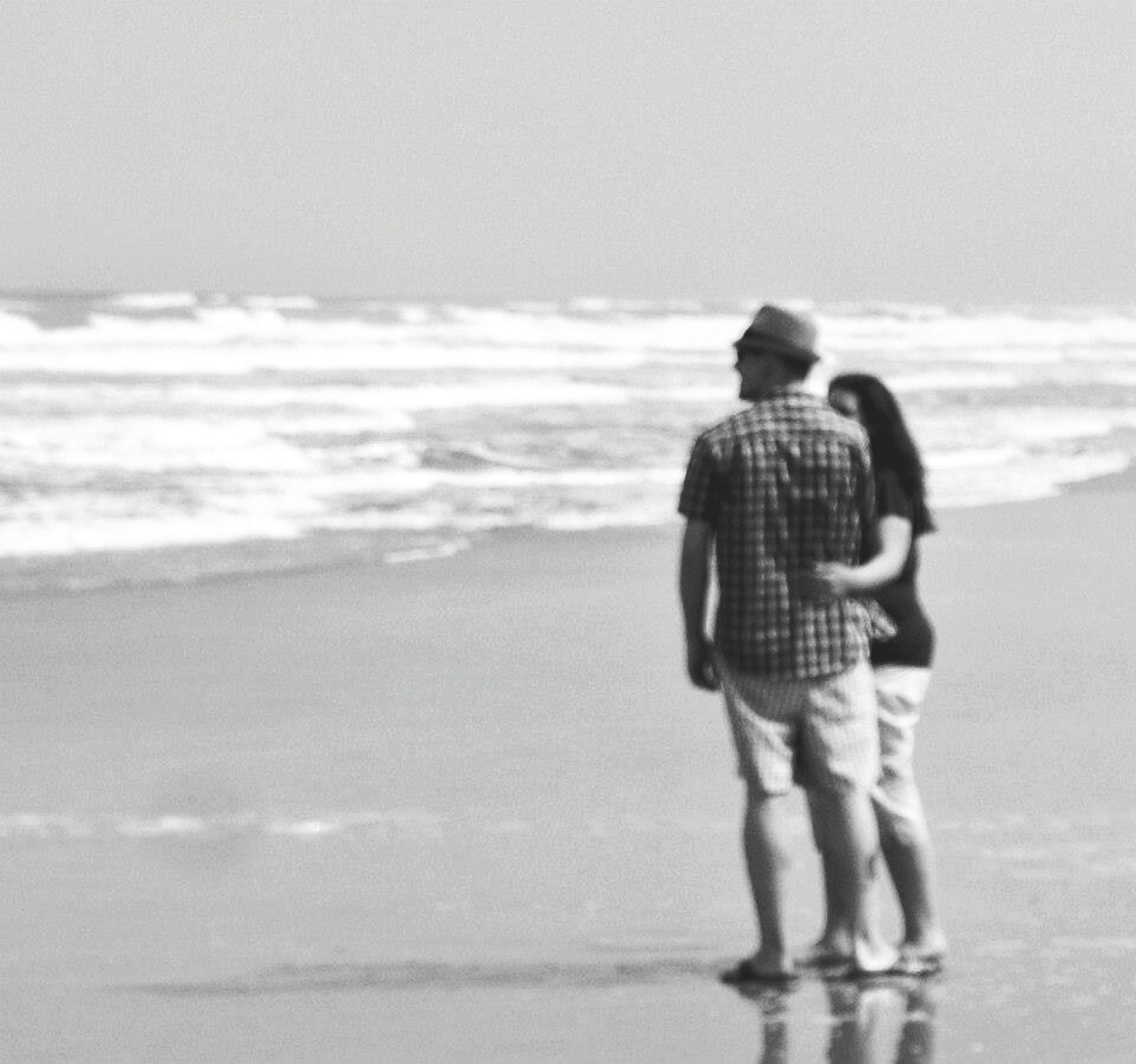 sea, horizon over water, rear view, lifestyles, beach, leisure activity, water, standing, full length, shore, casual clothing, childhood, three quarter length, sky, clear sky, copy space, boys, men