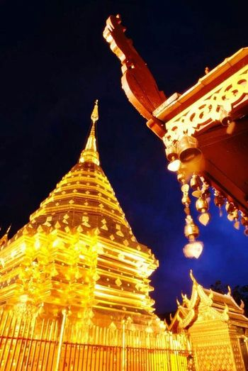Taking Photos Enjoying Life Hello World Chiang Mai | Thailand Sightseeing Temple Buddhist Temple Night Lights Night Nightscape