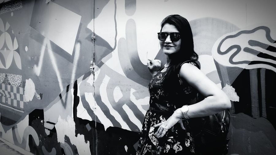 B&W too has its own share of glam 💖 Kampomg Glam Singapore Glam&Panache Indian Model EyeEm Selects Fashion Only Women One Woman Only Portrait Adult Fashion Model Adults Only Beautiful Woman EyeEm Ready