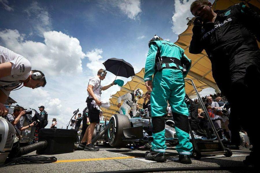 My idol lewis hamilton F1 Race Formula 1 Sepangcircuit Malaysia Taking Photos Canon5Dmk3 Petronas Mercedes AMG Power