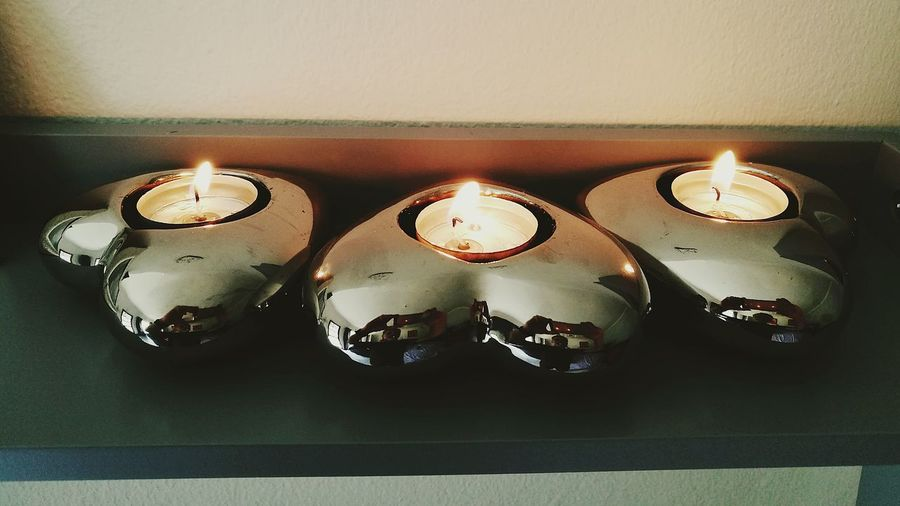 Glowing Candle Flame Tea Lite Candles