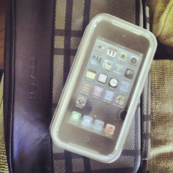 Merry Christmas to me! Muthafuckin 64 gig 5th gen Ipod touch! And yes thats my Coach bag underneath bioch lol