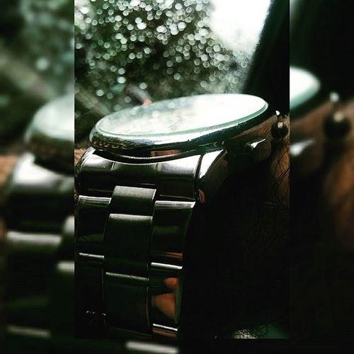 Who said you can stop time ?!?! Rains Watch PicturePerfect Raindrops amazingmemories snapchat candid instagram instaclick instadaily timetomakesomemoney timedoesntwaitforanyone mumbai mumbairains2015 ticktock timestopped