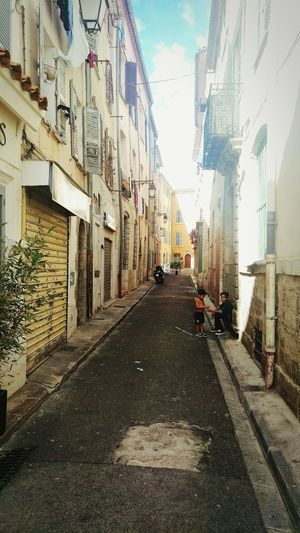 Street Looking Around Urban Geometry Architecture Taking A Trip Hyères