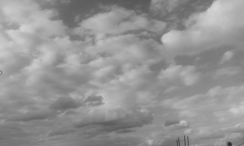 Si pudiera tocar un solo segundo una nube asepto mi destino Blanco & Negro  Nubes Y Cielo Day And Night