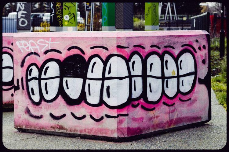 Sweet Toof Check This Out London Streetart Graffiti Sweettoof Hackney Teeth Smile