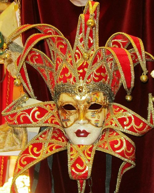 Noch eine Maske Celebration Red Arts Culture And Entertainment Cultures Mask - Disguise Disguise Portrait Venetian Mask Close-up No People Outdoors Face Guard - Sport Day Nobody Carnevaleveneziano Carneval Mask Beauty Italy Carnival Crowds And Details