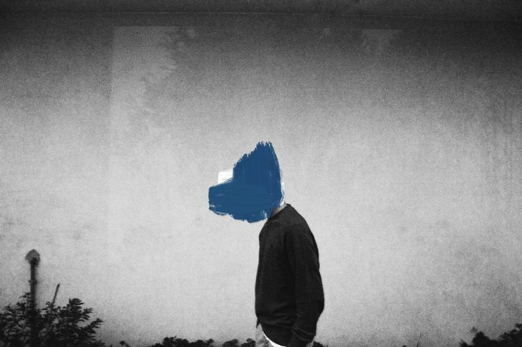 """Headless Colour"" is a series created by Artur Tavares (@afterjoseph) that tries to represent visually the chaos of the obsessive mental process. Adult Adults Only Black Black And White Blackandwhite Blue Boy Day One Man Only One Person Only Men Outdoors Painting People Silhouette Sky"