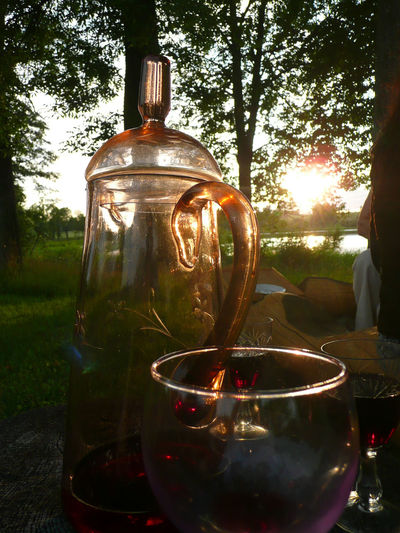 43 Golden Moments Carafe Carafea Decanter Decanter And Glassware Decantervinhos Ein Glas Mit Freu Enjoying With Friends  Ezernieki Feierabend Focus On Foreground Gastfreundschaft Holiday Home Illuminated Lens Flare On The Way Relaxing Moments Sitting By The Lake With Fire And Whiskey Sitting By The River Tree Vintage Bokeh Photography The Week On EyeEm