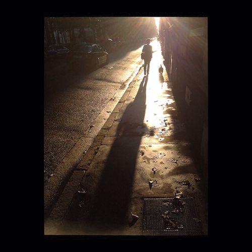 Dans l'ombre du boulevard. Backlight Contre Jour Monochrome Street Photography
