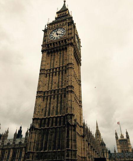 London 🇬🇧 Bigben 🇬🇧 Enjoying Life