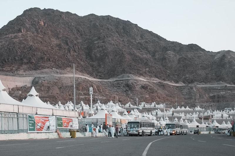 Event Faith Hajj International Mina Saudi Arabia Muslims Saudi Arabia Schedule Crowd Crowd Of People Desert Landscape Haji Ihram Multi Racial Muslim Pilgrims Religion Religion And Beliefs Temporary Structures Tents