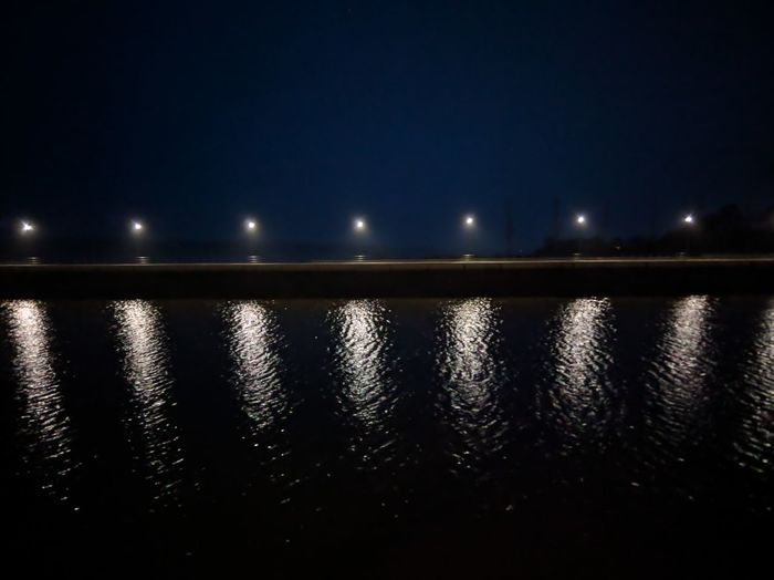 042/365 Abends an der Elbe Googlecamera Hdr+ Photo365 Bilsbekblog Xiaomiography XiaomiMi5s Smartphoneography Photooftheday Sorcerer86 Eyeemgermany Eyeemwedel Night Illuminated Reflection No People Outdoors Sky