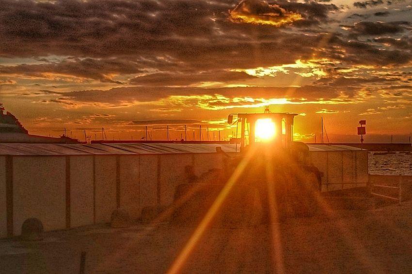 Sunset Beach Tramonto Buldozer Gold Sky Clouds